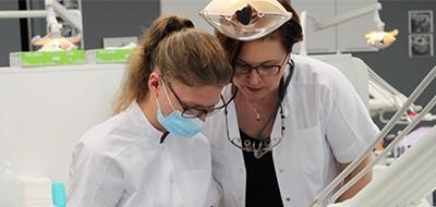 Teamet omkring tandlæge Louise